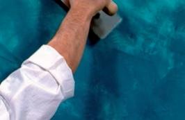 procedere alla lucidatura passando ripetutamente il frattone RIFLESSI sulla superficie