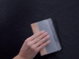 accarezzare la superficie con leggere passate di spatola FLEX